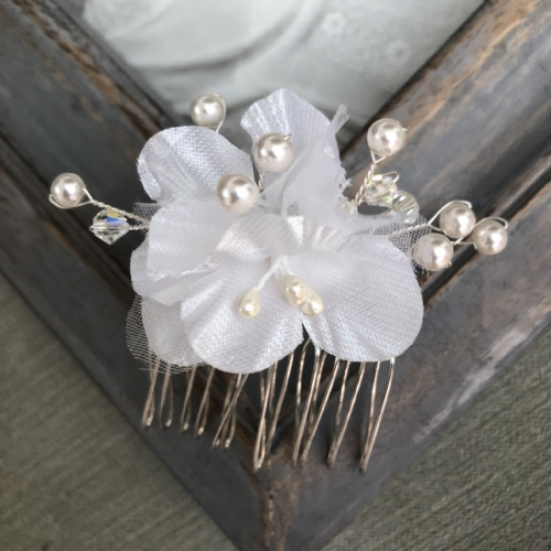 Wedding hair comb - flower design